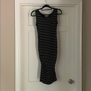 Striped body-con maternity dress